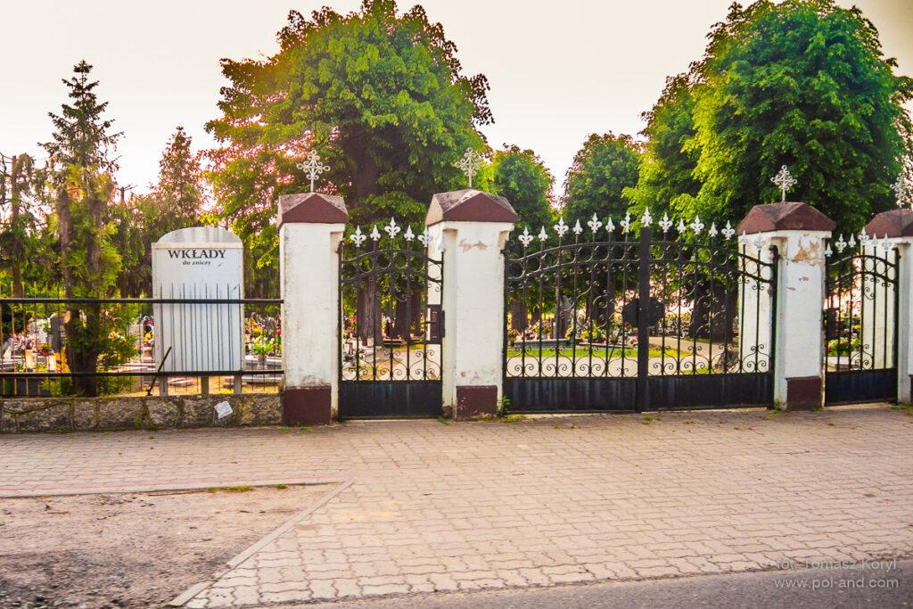 Cmentarz parafialny w Konojadzie fot. Tomasz Koryl / www.pol-and.com